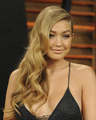 celebritie Gigi Hadid 25 years nude picture home