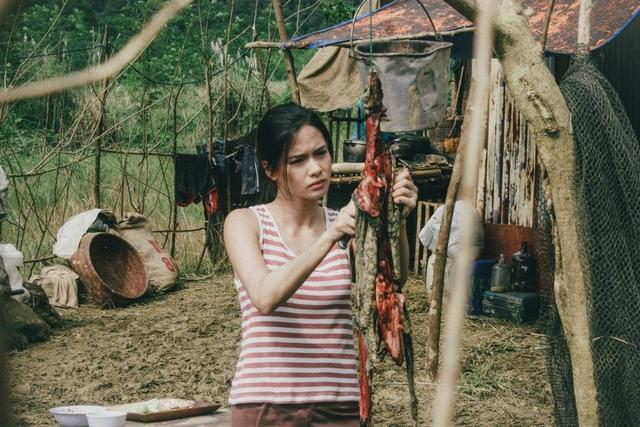 actress Erich Gonzales 18 years prurient photo in public