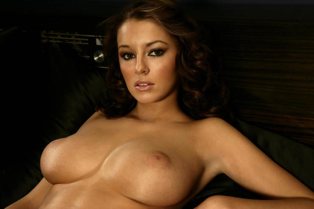 Everlayn Borges topless photos