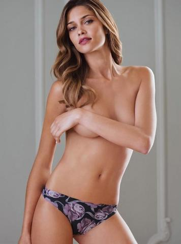 celebritie Ana Beatriz Barros 21 years unclad photo in public