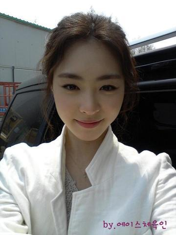 models Yeon-hee Lee 25 years amative photos in the club