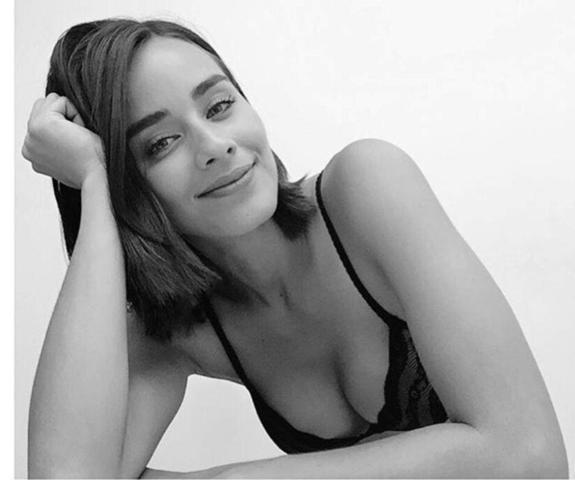 celebritie Esmeralda Pimentel 19 years Hottest photos home