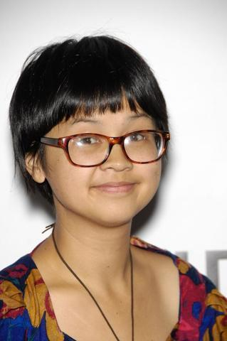 celebritie Charlyne Yi 22 years the nude photoshoot in public