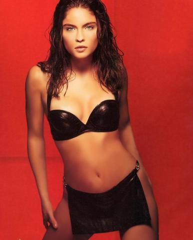 celebritie Jodi Lyn O'Keefe 21 years uncovered photo in public
