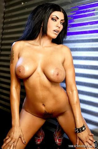 celebritie Shelly Martinez 21 years prurient photography in public