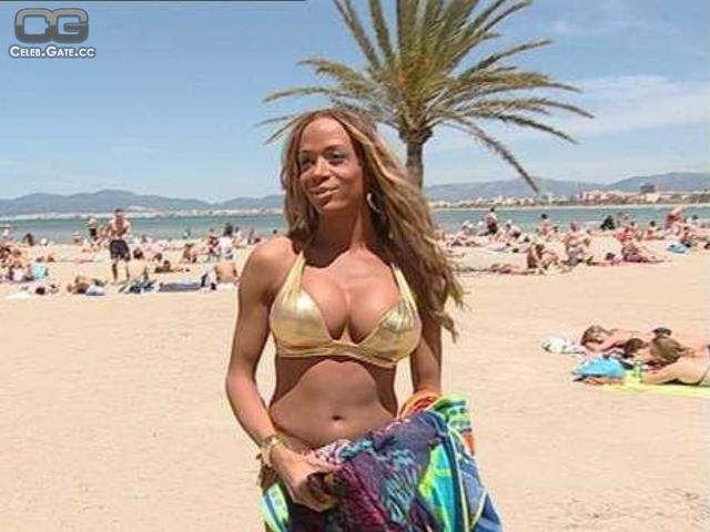 actress Lilly Roberson young flirtatious foto beach