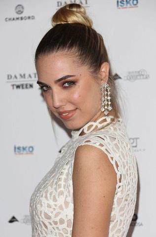 celebritie Amber Le Bon 24 years Without swimsuit foto home