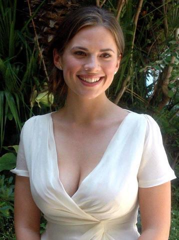 celebritie Hayley Atwell 2015 nudism pics in the club