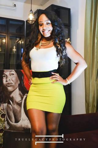 celebritie Tanisha Thomas 24 years teat pics home