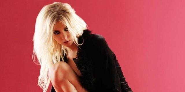 models Taylor Momsen 25 years undressed photoshoot in public