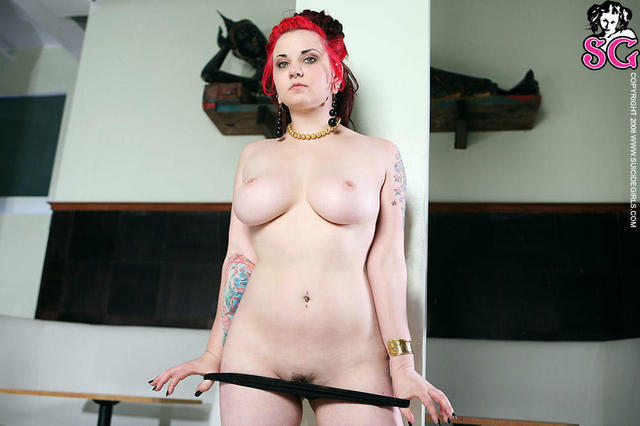 actress Quinne Suicide 19 years nude photo home