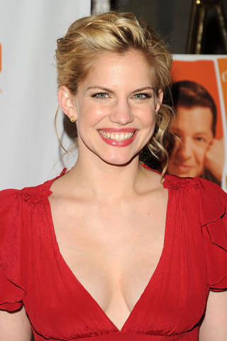 actress Anna Chlumsky 24 years Without bra image beach