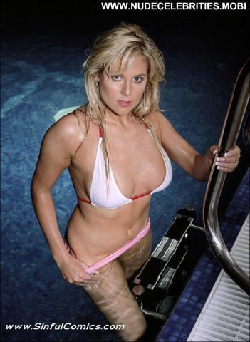 models Abigail Titmuss 2015 prurient foto in the club
