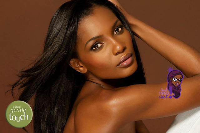 celebritie Oluchi Onweagba 19 years uncovered photo beach