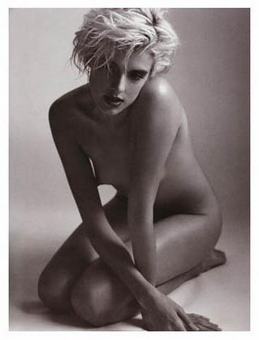 actress Agyness Deyn 22 years amatory snapshot home