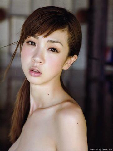 models Aki Hoshino 22 years unclothed pics beach