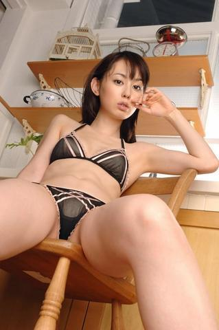 actress Rina Akiyama 21 years seductive pics beach