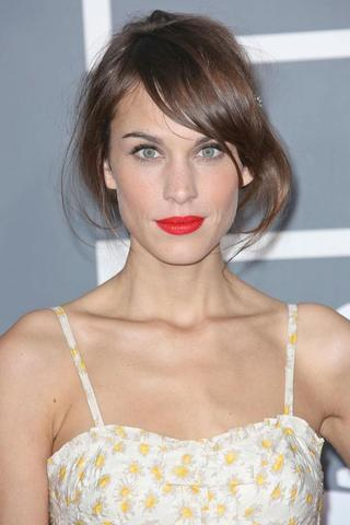 celebritie Alexa Chung young unexpurgated photography beach