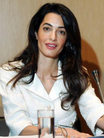 models Amal Clooney 21 years seductive photo in public