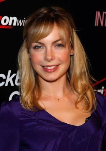 actress Amanda Walsh 24 years overt image in the club
