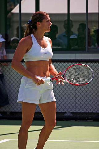 Amélie Mauresmo topless photos