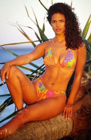 actress Valery M. Ortiz 24 years Without swimsuit photoshoot in public