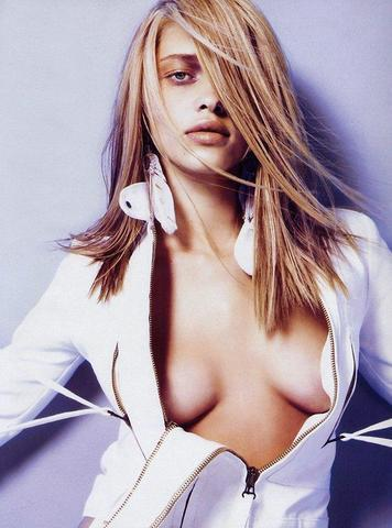 actress Ana Beatriz Barros 20 years exposed picture in the club