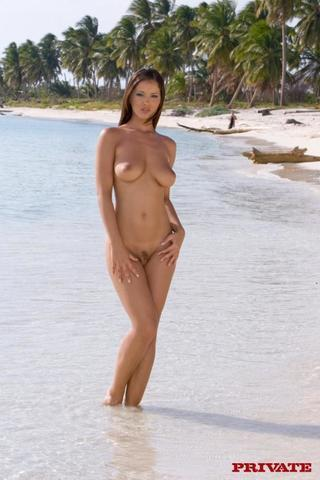actress Betty Dark 21 years melons foto beach