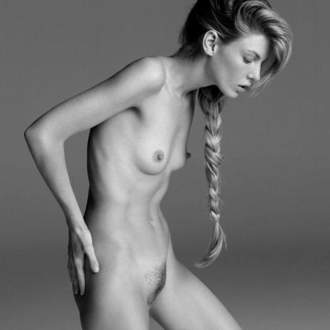 models Angela Lindvall 19 years unsheathed art in public