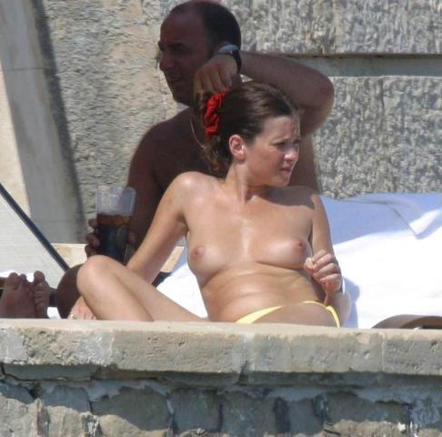 Anna Friel topless picture
