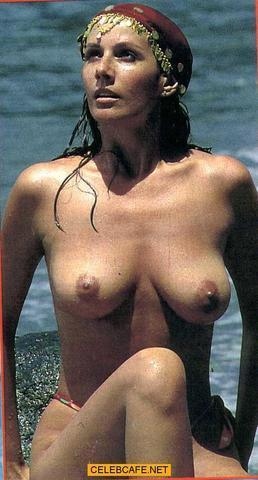 celebritie Anna Safroncik 21 years buck naked foto beach