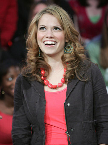 celebritie Bethany Joy Lenz 21 years provocative picture beach