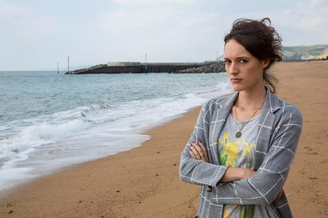 celebritie Phoebe Waller-Bridge 20 years risqué picture beach