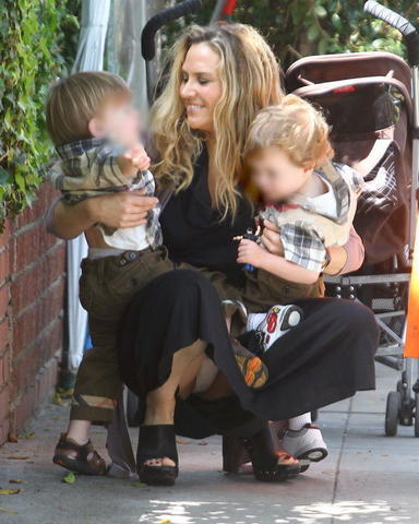 actress Brooke Mueller 24 years Without camisole photoshoot home
