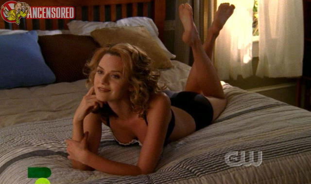 models Hilarie Burton 2015 unsheathed photos in the club