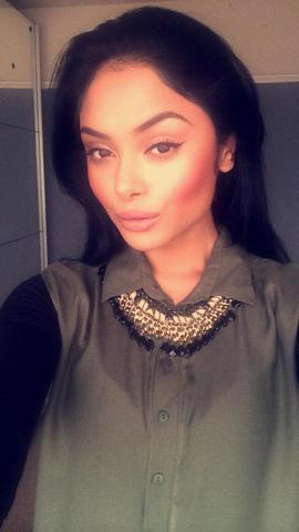 models Afshan Azad 21 years swimsuit pics in public