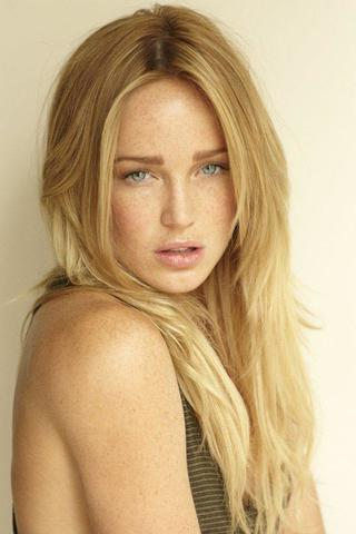 actress Caity Lotz 2015 leafless pics in the club