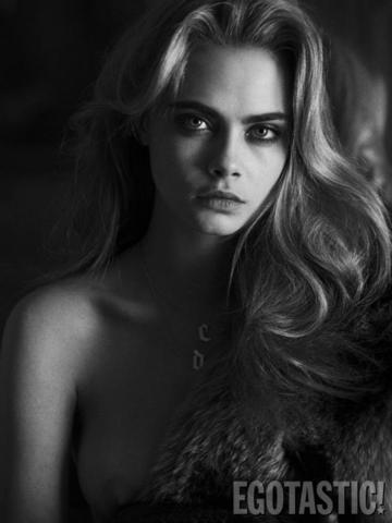 models Cara Delevingne 24 years sensuous photo beach