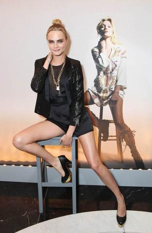 celebritie Cara Delevingne 2015 teat snapshot in the club