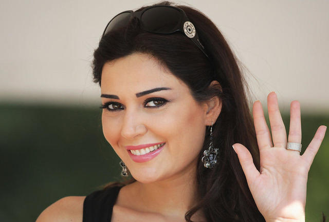 celebritie Cyrine AbdelNour 22 years naked foto in the club