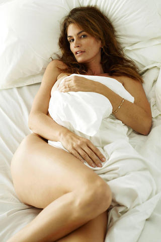 actress Cindy Crawford 20 years bareness image in public