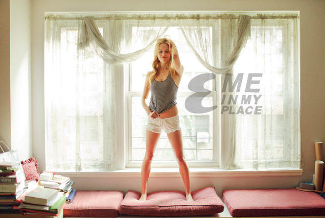 celebritie Claire Coffee 25 years disclosed photo beach