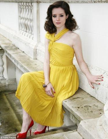 celebritie Claire Foy 20 years undressed photography home