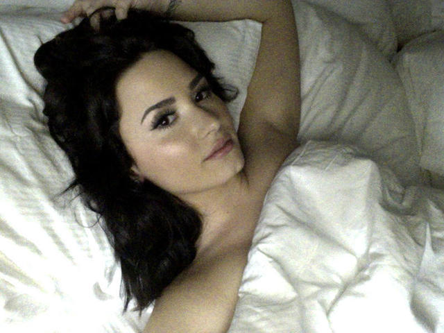 celebritie Demi Lovato 19 years undress photoshoot in the club