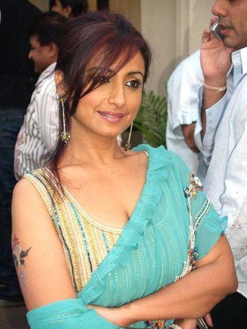 celebritie Divya Dutta 19 years indecent photos in the club