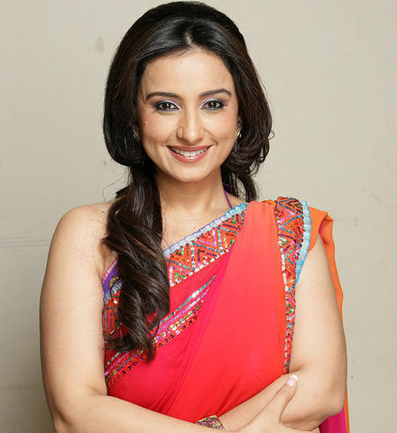 actress Divya Dutta 24 years Without brassiere photos in the club