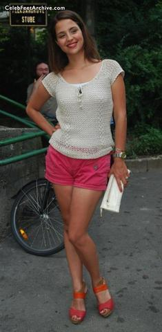 celebritie Doris Pincic 25 years Without swimming suit snapshot in public