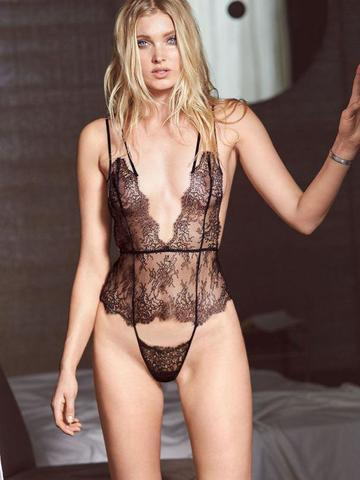 models Elsa Hosk 23 years bawdy snapshot in public