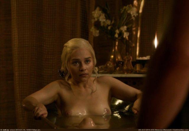 Hot photos Emilia Clarke tits