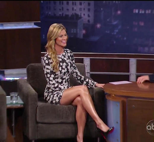 celebritie Erin Andrews 18 years indelicate pics in public